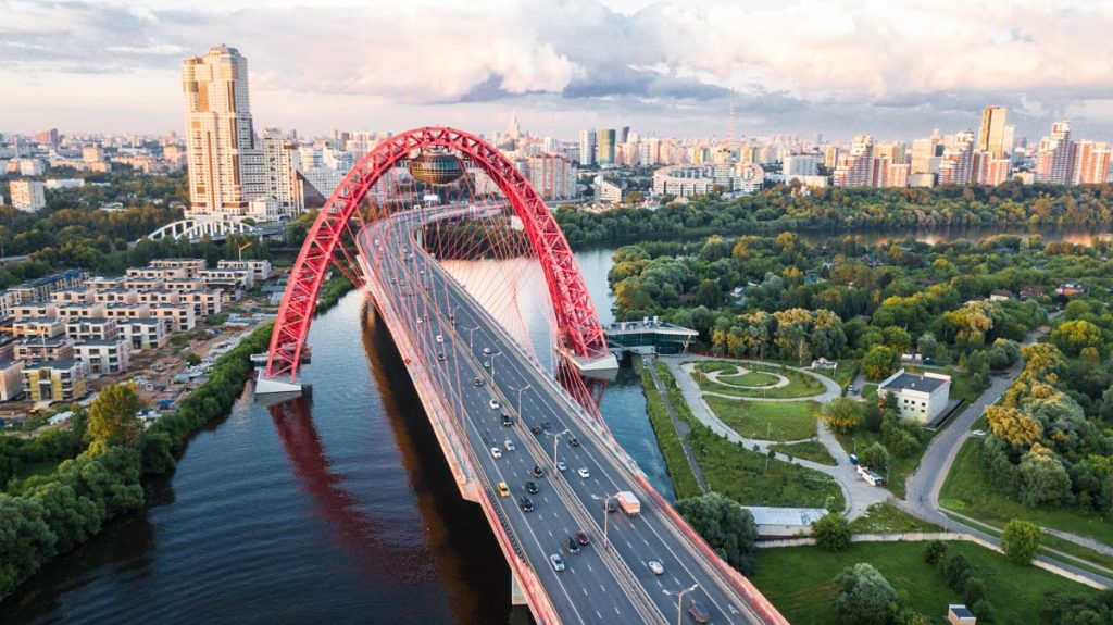 one of the best things to do in Moscow: spactacular Brigde